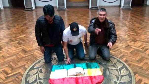 Luis Fernando Camacho Bolivia palacio dios